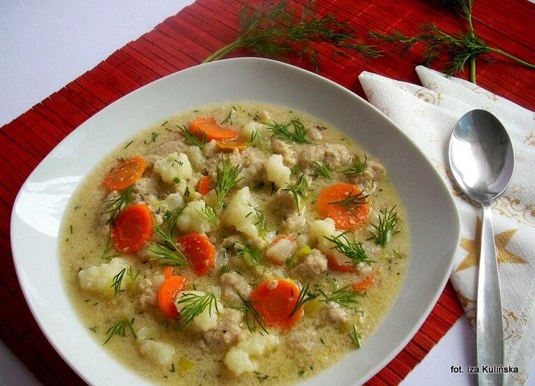 Zupa kalafiorowa z mięsnymi kluseczkami