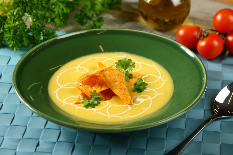 Zupa krem z kukurydzy z chipsami nachos