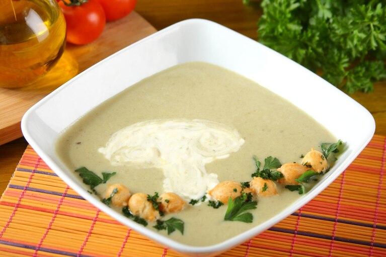 Zupa krem z pieczarek z groszkiem ptysiowym