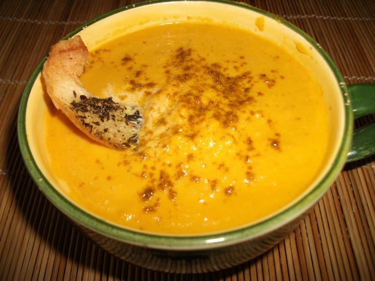 Zupa marchewkowa z imbirowo-pomarańczową nutą