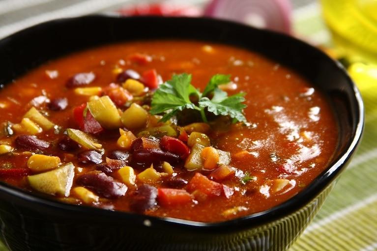 Zupa meksykańska z ogórkiem i papryką
