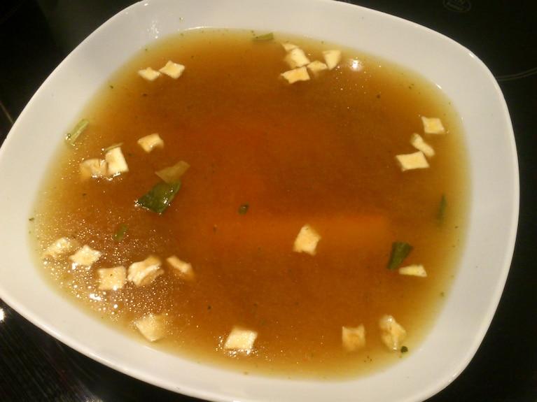 Zupa miso z paluszkiem krabowym i dymką