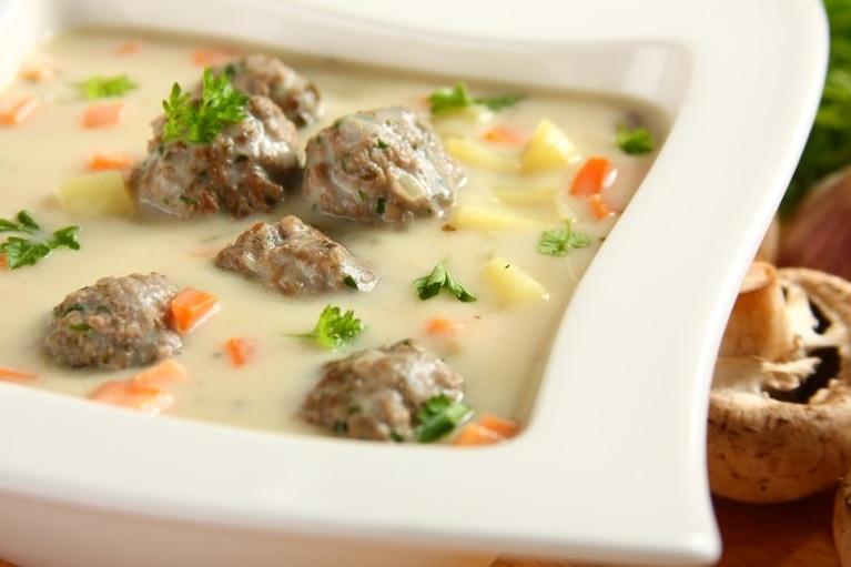 Zupa pieczarkowa z mięsnymi kulkami