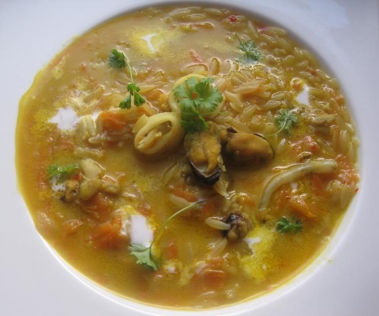 Zupa z owoców morza na wschodnią nutę