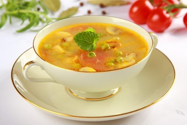 Zupa z zielonego groszku  i pomidorów