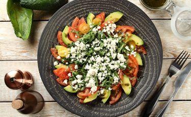 10 przepisów na wiosenne sałatki nie tylko na grilla